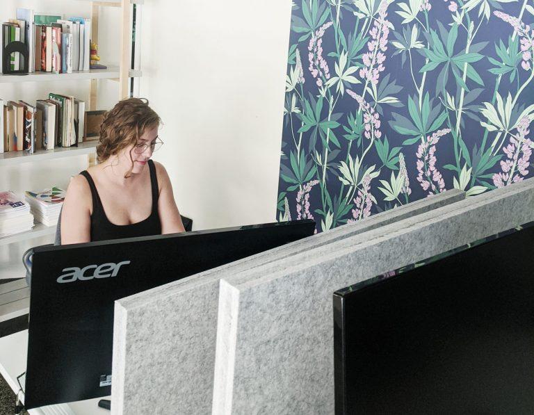 Kelsey working at Mesta Coworking